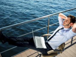 Urlaubstage auf den gelben Schein? Detektei weist Lohnfortzahlungsbetrug nach